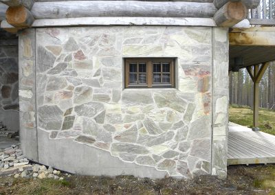 Exterior wall surface with Nilsiä stone.