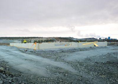 Montering av socklar på byggarbetsplats i gruva i Kittilä.