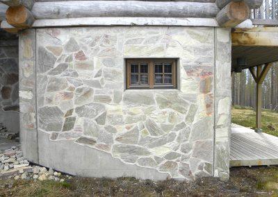 Yttervägg hos Nilsiän Kivi.